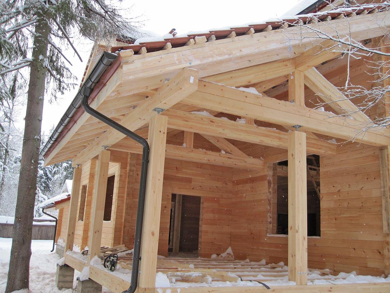 Почему клееный брус самый оптимальный материал для строительства в Сибири